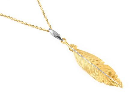 Pozlátený strieborný náhrdelník s pierkom ... cfaacca9f27