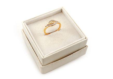 445da6d0a Elegantný zlatý prsteň so zirkónmi Elegantný zlatý prsteň so zirkónmi