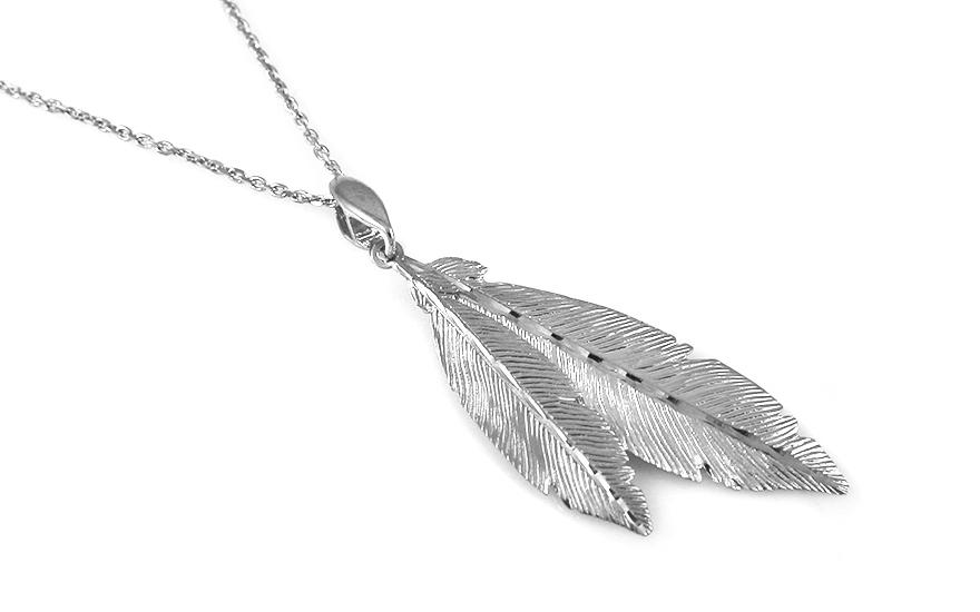 Strieborný náhrdelník s pierkami c5b2f01f5c4