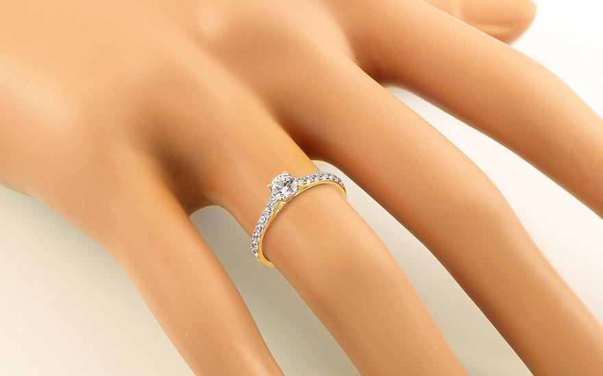 Zlatý zásnubný prsteň so zirkónmi Noella e30bdcfd260